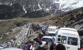 Way to Rohtang Pass in Manali